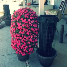 How to Make a Flower Tower - All For Herbs And Plants Garden Yard Ideas, Big Garden, Diy Garden Projects, Container Flowers, Container Plants, Container Gardening, Outdoor Planters, Garden Planters, Outdoor Gardens