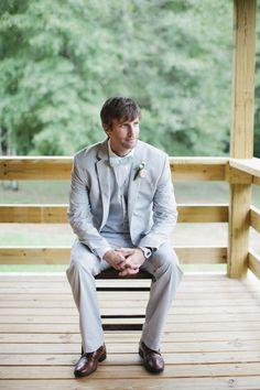 pastel groom look | Leslie Hollingsworth #wedding