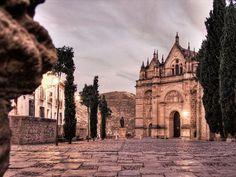 Desde el Arco de los Gigantes asoma la Real Colegiata de #Antequera por Manuel Martínez Salazar
