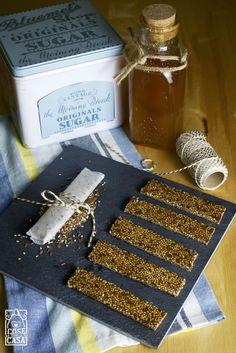 Barrette al miele con semi di sesamo e lino.