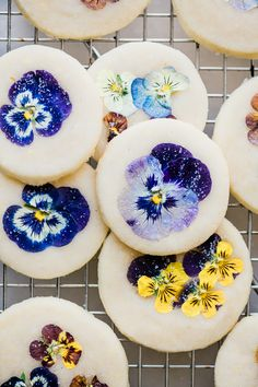 How to Make Pansy Topped Shortbread Cookies ~ easy shortbread cookies topped with delicate pressed edible flowers. The ultimate tea time treat! Recipes cookies How to Make Pansy Topped Shortbread Cookies Cookie Recipes, Dessert Recipes, Dinner Recipes, Flower Cookies, Pink Cookies, Sprinkle Cookies, Soft Sugar Cookies, Almond Cookies, Flower Food