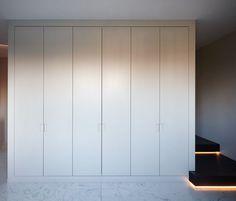 Het Atelier - Interieur (Hooglede, West-Vlaanderen) | project: Vanhollebeke Build A Closet, Walk In Closet, Closet Doors, Glass Wardrobe, Built In Wardrobe, Closet Designs, Best Interior, Windows And Doors, Wardrobes