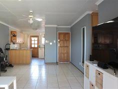 3 Bedroom Townhouse in Glen Marais photo number 3