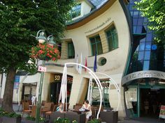Krzywy dom /  The crooked house