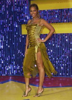 2000 Fashion Trends, Fashion Ideas, Fashion Outfits, Versace Dress, Vogue, Mtv Movie Awards, Destiny's Child, Beyonce Knowles, Fashion History