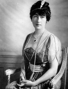 Evelyn Walsh McLean wearing the Hope Diamond purchased from Pierre Cartier and in a Cartier setting.