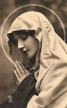Marie Sainte noir et blanc