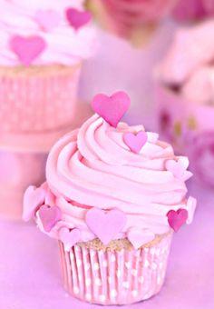 #Valentine's Day #cupcake Swiss #meringue in #strawberry butter #baking #DIY #crafts ToniK ℬe Meℜℜy www.tartasdecoradasycupcakes.com/2012/02/st-valentine-cupcakes.html