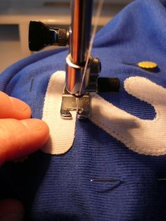 applicatie maken met duidelijke uitleg Sewing Lessons, Sewing Hacks, Sewing Tutorials, Sewing Projects, Sewing Patterns, Sewing Tips, Couture, Sewing Techniques, Refashion