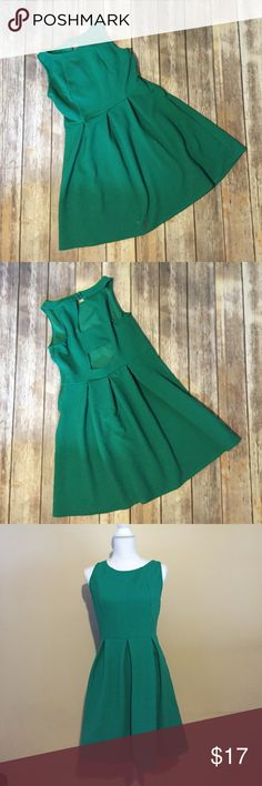 Green flared dress with back cutouts This green dress is a delight. A flattering flared silhouette with back cutouts for a little edge. This dress has a side zipper and two buttons at the back of the neckline. A perfect everyday dress. Pairs well with a jean jacket or cardigan if desired. Xhilaration Dresses Midi