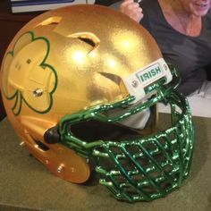 Notre Dame: Two-Toned Gold Shamrock Helmets Are Opulent Notre Dame Football, Buffalo Bills Football, Custom Football, Alabama Football, American Football, Oklahoma Sooners, Sport Football, Football Helmet Design, College Football Helmets