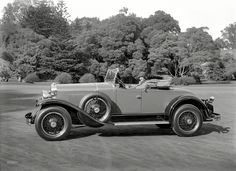 """La Salle Model 328 roadster, San Francisco, 1929.""  Shorpy Historic Picture Archive :: Perfect Timing: 1929 high-resolution photo"