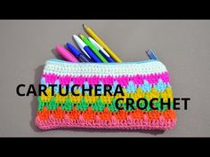Uniendo un rectangulo de medio punto a un círculo para hacer una cartuchera a crochet. - YouTube