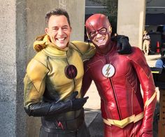 Grant Gustin and Tom Cavanagh aka The Flash and The Reverse Flash Series Dc, Flash Tv Series, Warner Series, Flash Comics, Arte Dc Comics, The Cw, Berry Allen, The Flashpoint, Flash Funny