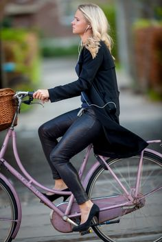 super Ideas for bycicle outfit bike style cycle chic New Bicycle, Bicycle Women, Road Bike Women, Bicycle Girl, Bicycle Tools, Cycle Chic, Dutch Bike, Female Cyclist, Urban Bike