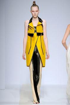 Pedro Lourenço Spring 2011 Ready-to-Wear Fashion Show - Julia Nobis (Viva)
