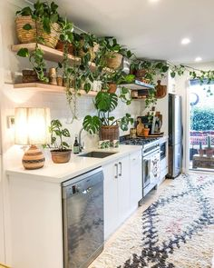 36 Lovely Bohemian Kitchen Decor Ideas That You Will Like - homepiez - boho kitchen - bohemian Remodeling Mobile Homes, Home Remodeling, Living Room Remodel, Kitchen Remodel, Bohemian Kitchen Decor, Gypsy Decor, Boho Decor, Sweet Home, Interior Design Kitchen