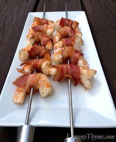 Camarão grelhado com Bacom / Grilled Bacon Wrapped Shrimp I Love Food, Good Food, Yummy Food, Tasty, Grilling Recipes, Cooking Recipes, Healthy Recipes, Seafood Dishes, Seafood Recipes