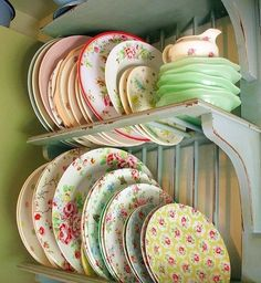 Love these vintage plates!