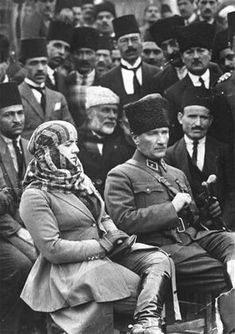 Atatürk and his wife Latife Hanım on 17 March 1923 Love Moves, Che Guevara, Bond, Beautiful People, Nostalgia, Photos, 1, Memories, Black And White