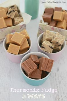 Thermomix Fudge 3 Ways & The Sweet Swap Perfect Thermomix Fudge! Salted Caramel, Chocolate and Cookies & Cream! Thermomix Salted CaramelBake the chocolate fudgeBest Fudge Pie – YUM Fudge Recipes, Baking Recipes, Dessert Recipes, Cookies And Cream Fudge, Salted Caramel Fudge, Caramel Treats, Caramel Cheesecake, Salted Caramels, Bellini Recipe