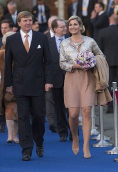 Queen Maxima Photos - King Willem-Alexander of The Netherlands and Queen Maxima of The Netherlands attend the Freedom Concert on May 2013 in Amsterdam Netherlands. - King Willem-Alexander and Queen Maxima Of The Netherlands Attend Freedom Concert Hollywood Fashion, Royal Fashion, Queen Silvia, Princess Anne, Duchess Of Cornwall, Queen Maxima, Netherlands, Fashion Forward, Bridesmaid Dresses