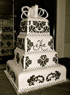 Black and White Wedding with monogram very elegant and sophisticated