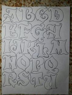 Pintura by Prika Reis Artesanato. Stencil Lettering, Graffiti Lettering Alphabet, Tattoo Fonts Alphabet, Tattoo Lettering Fonts, Graffiti Font, Doodle Lettering, Creative Lettering, Calligraphy Alphabet, Lettering Styles
