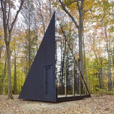 Inspired by the classic A-frame cabin design, architecture firm Bjarke Ingels Group (BIG) has created their first tiny home with Klein, a prefab-housing startup in New York. Sited in Hudson Valley, the sleek black cabin is known as A Frame Cabin, A Frame House, Big Design, Tiny House Design, Design Ideas, Bjarke Ingels Architecture, Tyni House, Cabin In The Woods, Tiny Cabins