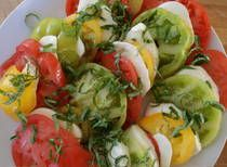 When ripe tomatoes are at hand, insalta caprese (Caprese salad) calls. This simple layered salad of tomato, fresh mozzarella cheese, and basil is ready in a snap and endlessly flexible. Easy Summer Salads, Summer Recipes, Summer Tomato, Summer Dishes, Summer Ideas, Raw Tomato Recipe, 15 Min Meals, Caprese Salad Recipe, Salad Recipes