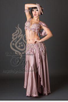 Design by Hoyda / Model: TIDA / Fig Belly Dance #figbellydance #bellydancecostume #worldwideshipping