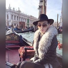 Arriving In #style #venice #italy #gondola #carnivale #fur #collar #fedora #sunnies #leather #venetian #stmarkssquare #glam #luxe #furfashion #manoswartz #est1889