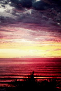 australian sunset... wouldn't it be awesome to fall asleep to this sunset