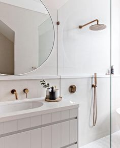 Home Interior Colour Obsessed with this look!Home Interior Colour Obsessed with this look! Tiny House Bathroom, Dream Bathrooms, Modern Bathroom, Small Bathroom, Parisian Bathroom, Bathroom Storage, Round Bathroom Mirror, Bathroom Tapware, Luxurious Bathrooms