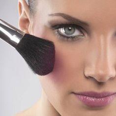 O estilo de maquiagem de cada uma é muito pessoal, mas há sempre traços da sua personalidade e certas preferências que dizem muito sobre o que você carrega na nécessaire