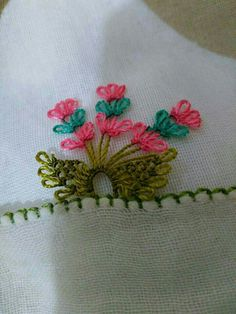 This post was discovered by Hk Crochet Edging Patterns, Needle Lace, Lace Making, Olay, Smocking, Hand Embroidery, Needlework, Diy And Crafts, Cross Stitch