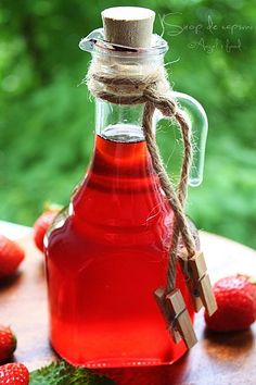 Angel's food: Sirop de capsuni si mai apoi...capsuni congelate:-))) Mai, Hot Sauce Bottles, Food, Syrup, Canning, Eten, Meals, Diet