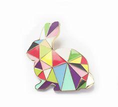 Etsy の ウサギ ブローチ ピン ハーレクイン バニー エナメル幾何学的 by SketchInc