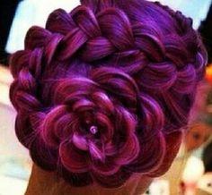 Een bloem met paars haar