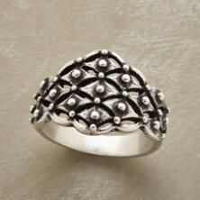 Complete any look with the versatile design of our sterling silver trellis ring.