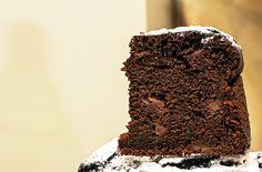 Torta Yogurt Cacao e Pere, fetta e alveolatura.