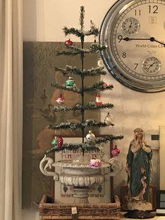 Christmas Time Is Here, Magical Christmas, Christmas Past, Cozy Christmas, Primitive Christmas, Vintage Christmas Ornaments, Green Christmas, Retro Christmas, Christmas Crafts