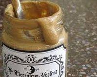 Mosterdsaus -  - ui1 (in 4 gesneden), knoflook, Noilly Prat, melk, mosterdpoeder, kippenbouillon, citroen, room, maïszetmeel, peper en zout, Doe de ui en de look in de beker en hak, 3 sec / snelheid 4; Voeg de Noilly prat, de melk, de mosterd en de bouillon toe en kook, 16 min. / 100°C /