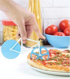 Non non, vous ne rêvez pas, c'est bel et bien un coupe pizza Fixie ! C'est le moment d'apporter une vraie touche cosmopolite lors de vos prochaines soirées Pizza.