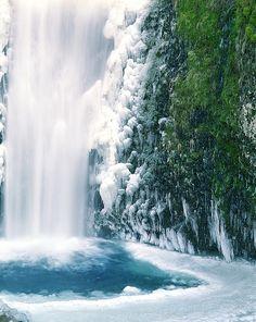 Cold feet at Multnomah Falls by Zeb Andrews, via Flickr