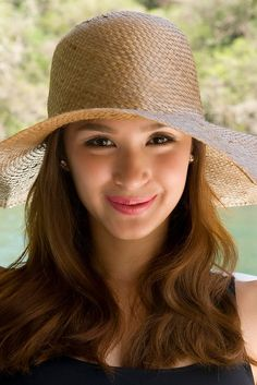 Heart Evangelista Heart Evangelista, Filipina Beauty, Asian Celebrities, Dress Hats, Pretty Face, Hats For Women, Asian Beauty, Beautiful Women, Amazing Makeup