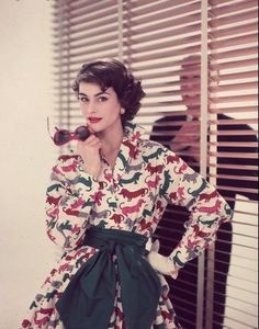 Anne Gunning is wearing fun cotton dress in dachshund motif, photo by Chaloner Woods, 1955 Vestidos Vintage, Vintage Dresses, Vintage Outfits, Vintage Clothing, Rockabilly Clothing, 1950s Dresses, Look Girl, Up Girl, Fifties Fashion