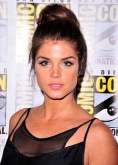 Marie Avgeropoulos Marie was born in Thunder Bay. She is an actress, known for Percy Jackson & The Olympians: The Lightning Thief, The 100 and Tracers. Maria Avgeropoulos, The 100 Tv Series, Show Beauty, Grunge Hair, Hollywood Celebrities, Female Celebrities, Woman Crush, Dark Hair, Beautiful Actresses