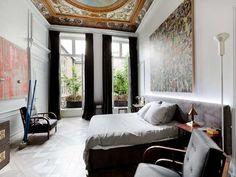 Four bedroom apartment on Place des Victoires Paris Rooms, Paris Apartments, French Apartment, Bedroom Apartment, Beautiful Bedrooms, Beautiful Interiors, Loft Paris, Messy Nessy Chic, Bonito