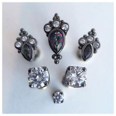 Wonderful Black Gold Jewelry For Beautiful Pieces Ideas. Breathtaking Black Gold Jewelry For Beautiful Pieces Ideas. Piercing Neck, Facial Dermal Piercing, Ear Piercings, Face Dermal, Finger Dermal, Bvla Jewelry, Dermal Piercing Jewelry, Jewelry Art, Piercing Ideas